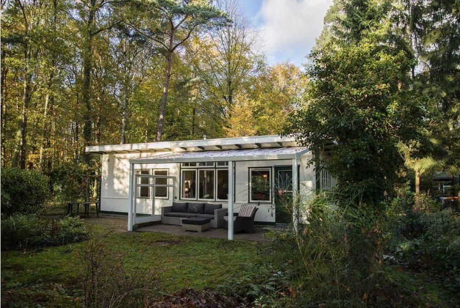 Boswachtershuisje met overdekt terras