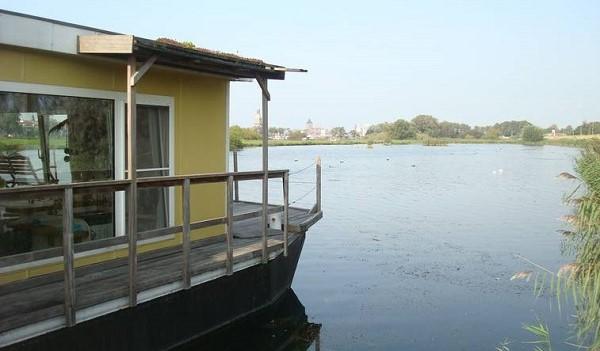 Woonark op de IJssel