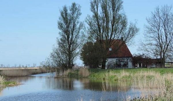 Hutje op de heide in Friesland